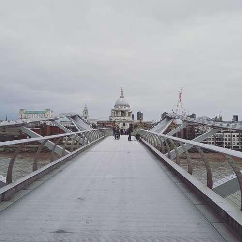 Londres - Millenium Bridge - Claironyva
