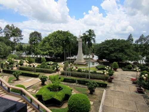 Jardins du temple près des tunnels de Cu Chi