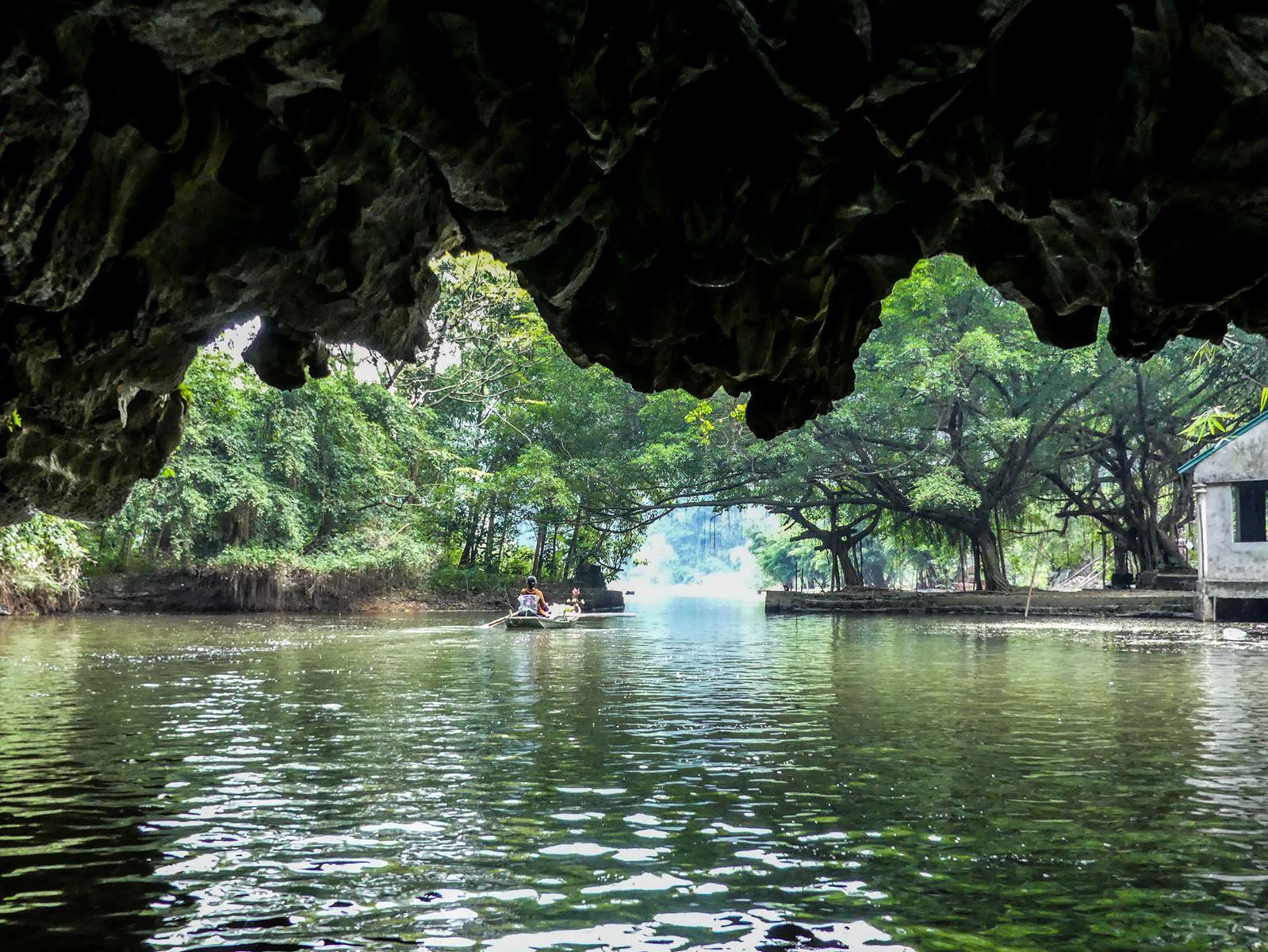 Balade en Barque province de Ninh Binh - Tam Coc - Baie d'Halong terrestre