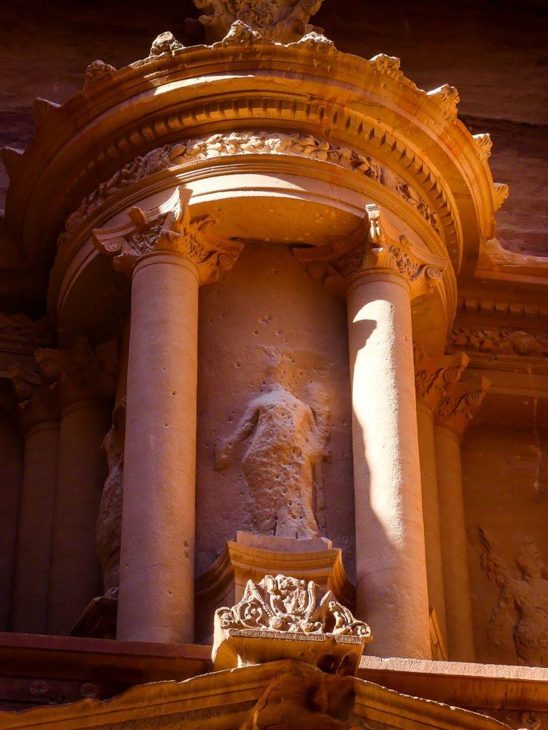 Petra - Le Trésor zoom sur la statue au centre