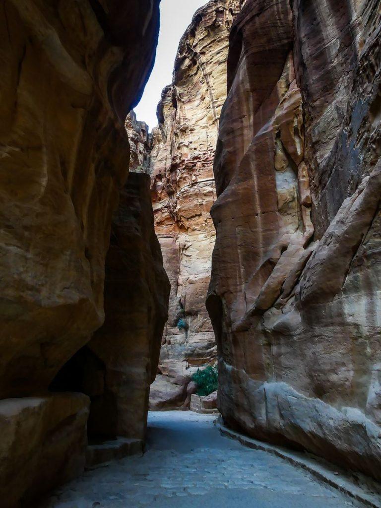 Petra - le Siq entre pavés et ciment